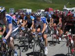 Close-up of the peloton near the top of the Col du Lauteret