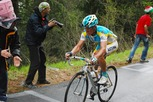Photo of Alexandre Vinokourov (Astana) chasing the 3 leaders